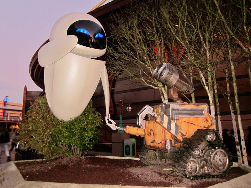 Figuras de Wall-e y Eva en Discoveryland de Disneyland Paris