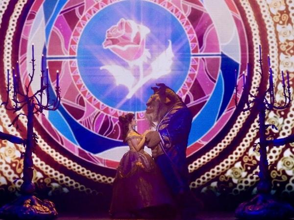 La Bella y la Bestia en el show Mickey y el Mago en Disneyland Paris