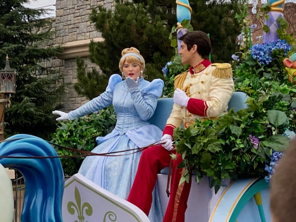 La Cenicienta en Disney Stars on Parade de Disneyland Paris