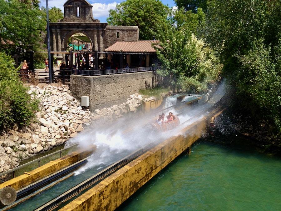 Atracción de agua Anaconda en Isla Mágica