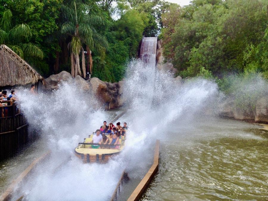 Atracción de agua Iguazú en Isla Mágica
