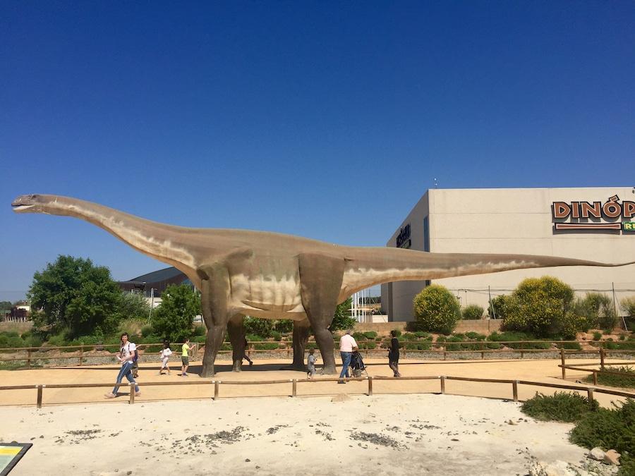 Dinosaurio en Tierra Magna de Dinópolis Teruel