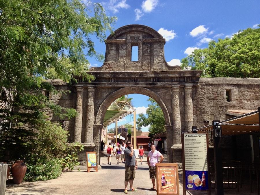 Entrada a Puerta de América en Isla Mágica