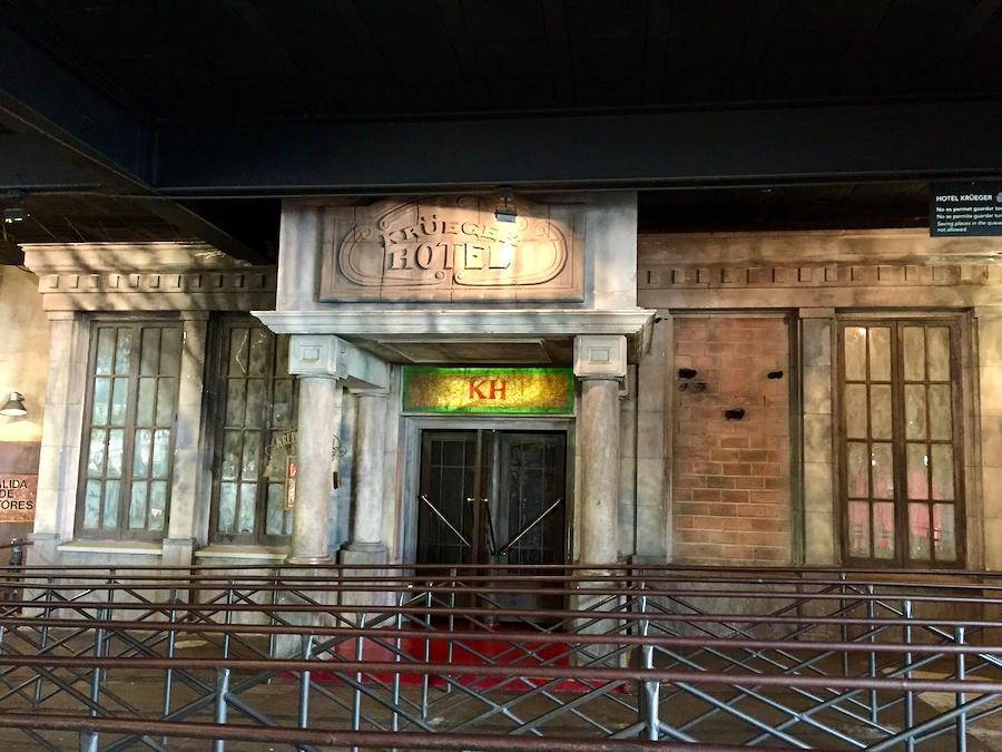 Entrada al Hotel Krüeger pasaje del terror del Parque de Atracciones Tibidabo