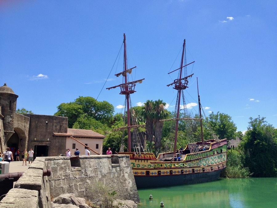 Fuerte y Barco en Puerta de América de Isla Mágica