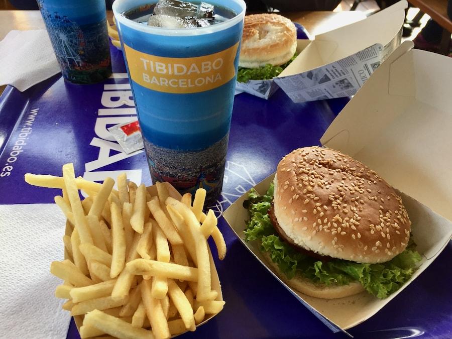 Hamburguesa del restaurante Bar de lEstació del parque de atracciones Tibidabo