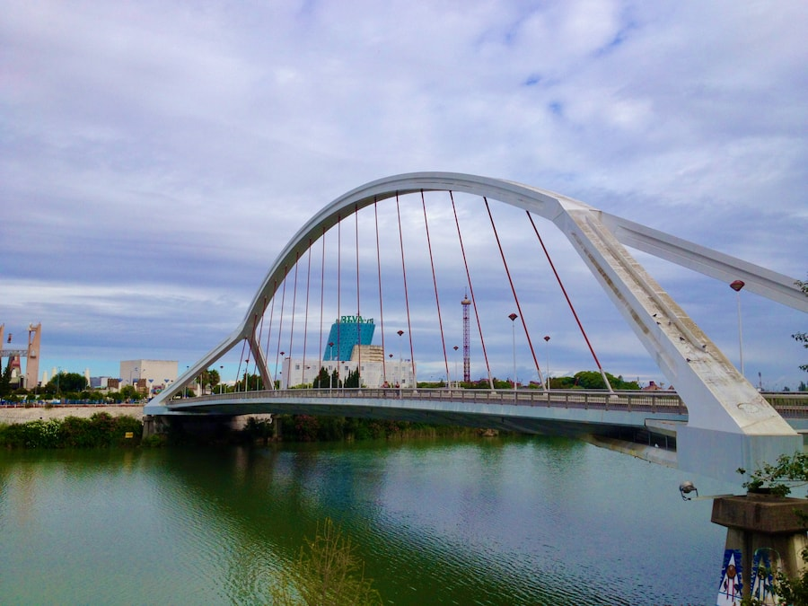 Puente de la Barqueta de Sevilla, entrada de Isla Mágica