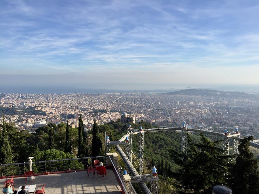 Vistas de Barcelona desde el Parque de Atracciones Tibidabo