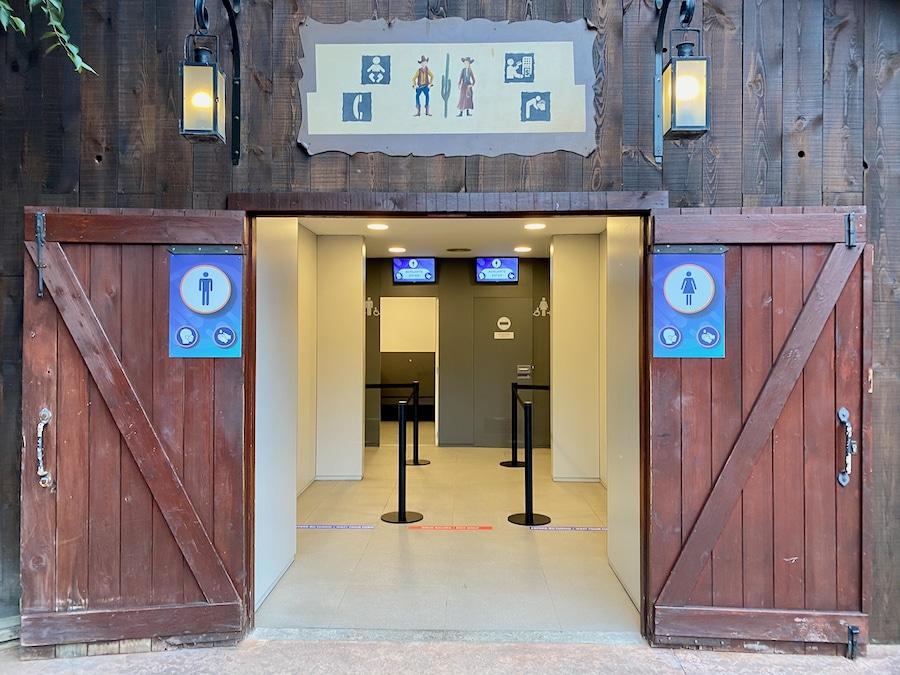 Acceso con distancia social y aforo limitado a los aseos de PortAventura