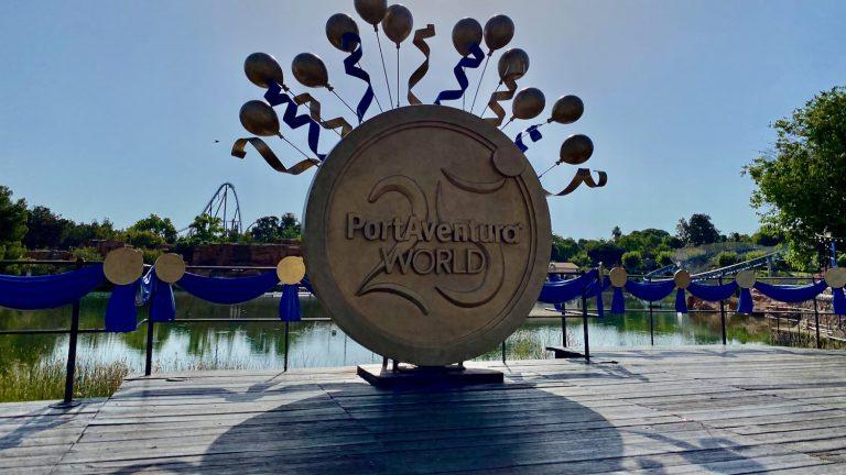 Decoraciones del 25 aniversario de PortAventura World en Mediterrania