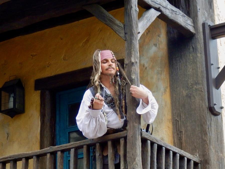 Jack Sparrow en un balcón de Disneyland Paris