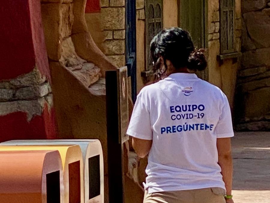 Trabajadora del Equipo AntiCOVID de PortAventura World