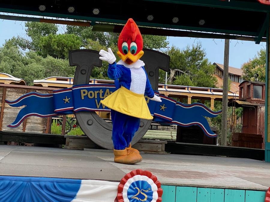 Winnie Woodpecker en un escenario de PortAventura en la nueva normalidad
