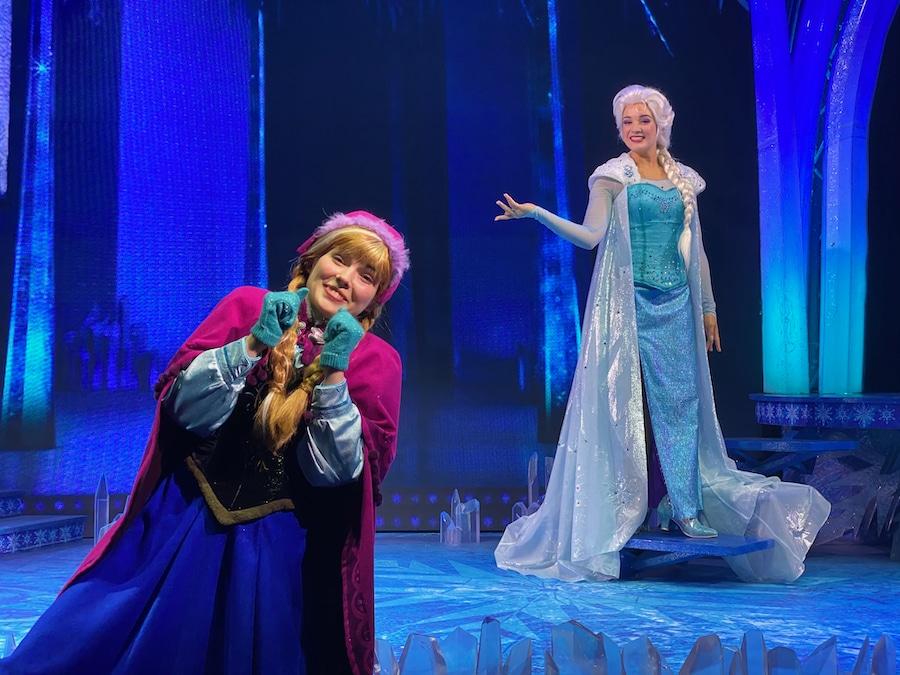 Anna y Elsa de Frozen en Disneyland Paris accesible con Lineberty