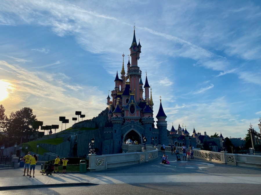 Castillo de Disneyland Paris al atardecer