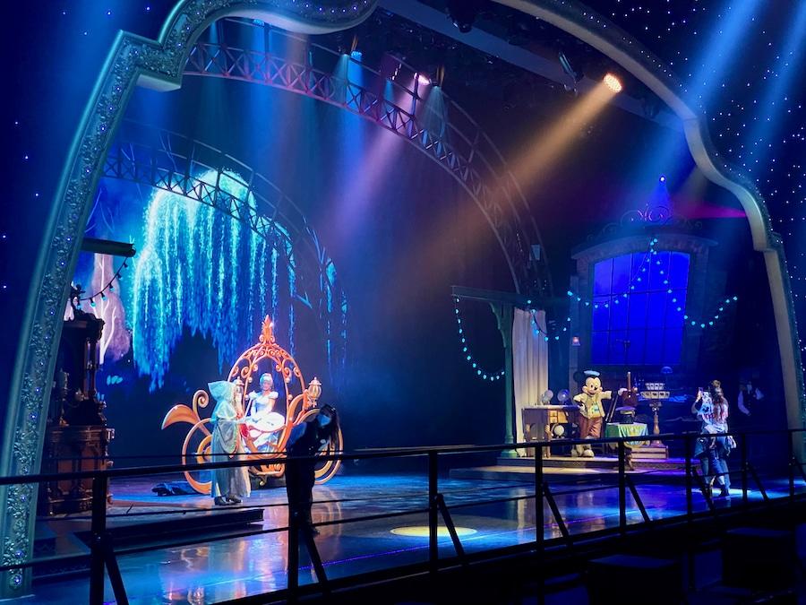 Escenario del Animagique Theater en Disneyland Paris con la experiencia de conocer a sus personajes