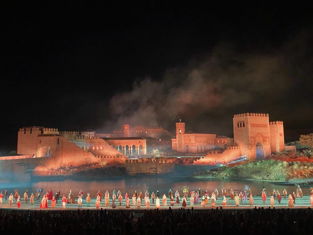 Final del espectáculo El Sueño de Toledo en Puy du Fou España