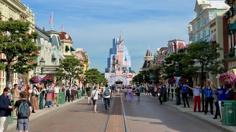 Main Street y el Castillo de Disneyland Paris en 2021