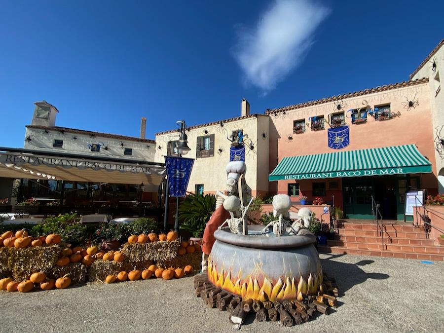 Restaurante Racó de Mar decorado de Halloween en PortAventura 2020