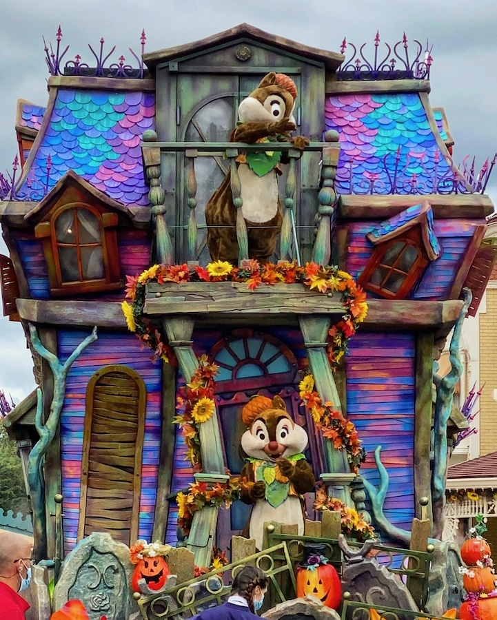 Carroza de Halloween 2020 en Disneyland Paris con Chip y Chop