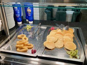 Desayuno buffet Hotel PortAventura - Churros y tortitas