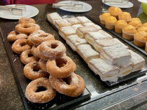 Desayuno buffet Hotel PortAventura - Rosquillas y milhojas