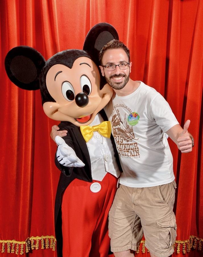 Foto con Mickey Mouse de Disneyland Paris con PhotoPass