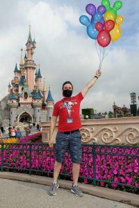 MagicShot con globos delante del Castillo en Disneyland Paris