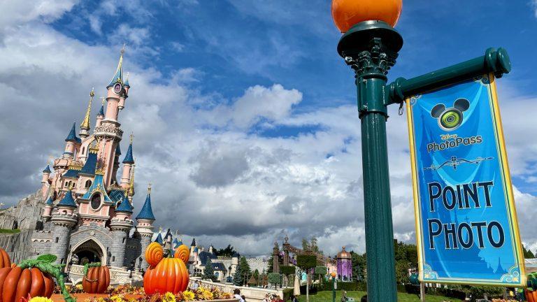 PhotoPass de Disneyland Paris con el Castillo de fondo