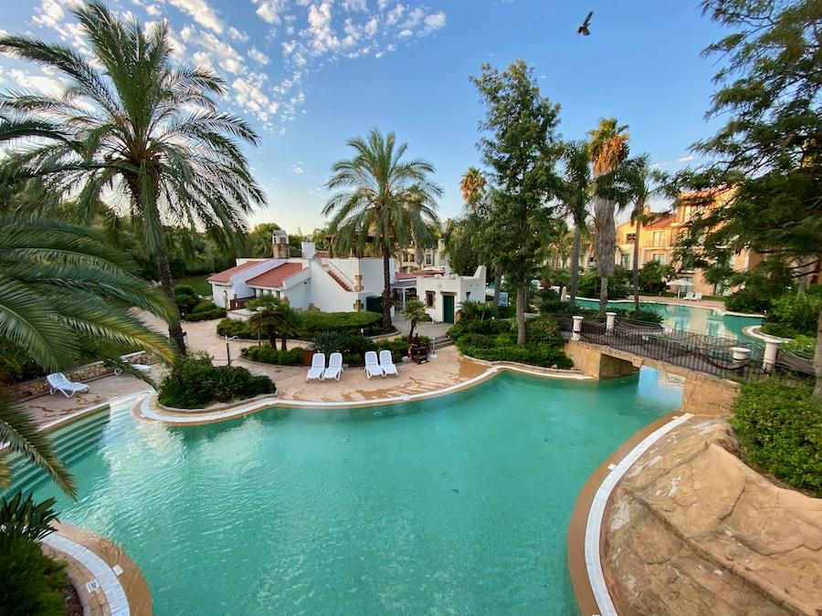 Piscina grande del Hotel PortAventura en PortAventura World
