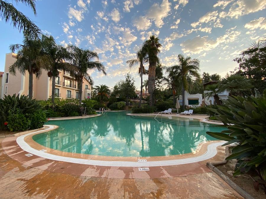 Vista de una de las piscinas del Hotel PortAventura en PortAventura World