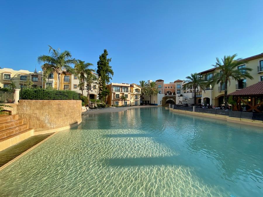 Vista del lago del Hotel PortAventura en PortAventura World