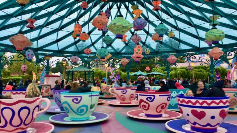Atracción de las tazas de té de Alicia en el País de las Maravillas de Disneyland Park en Paris