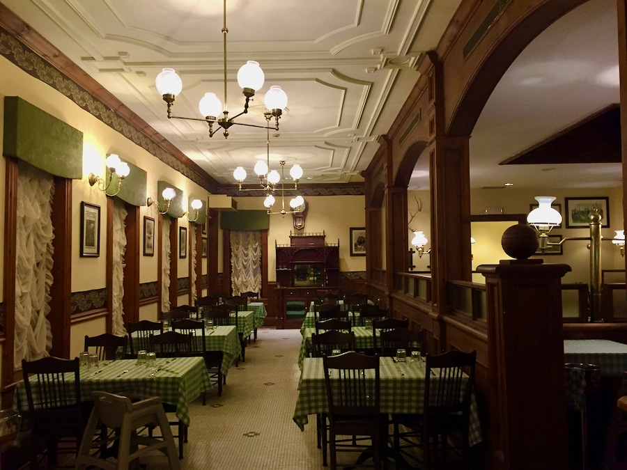 Interior del Restaurante The Iron Horse Hotel de PortAventura