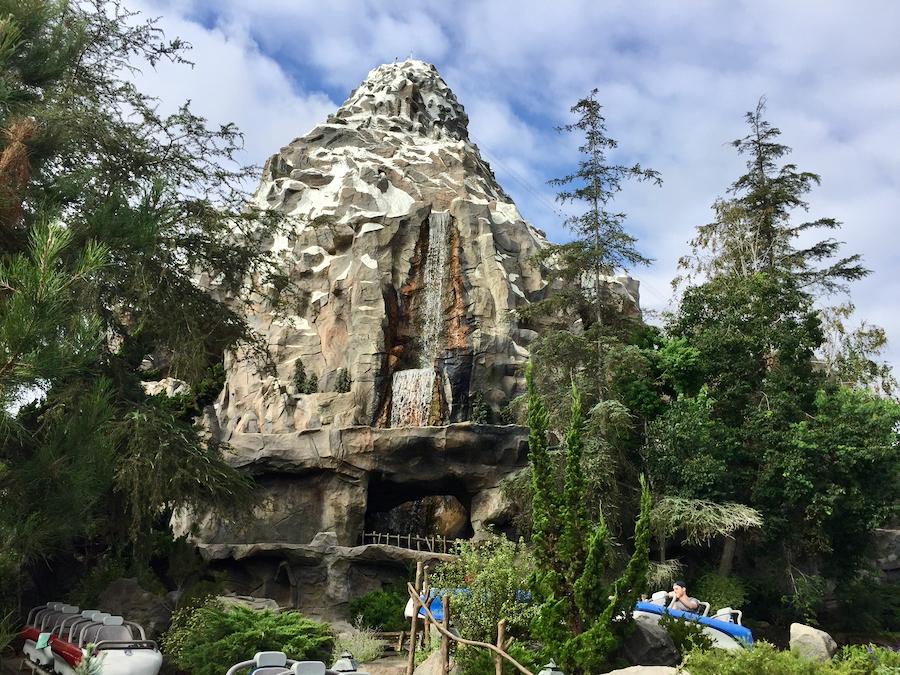 Atracción Matterhorn Bobsleds en Disneyland Resort de California