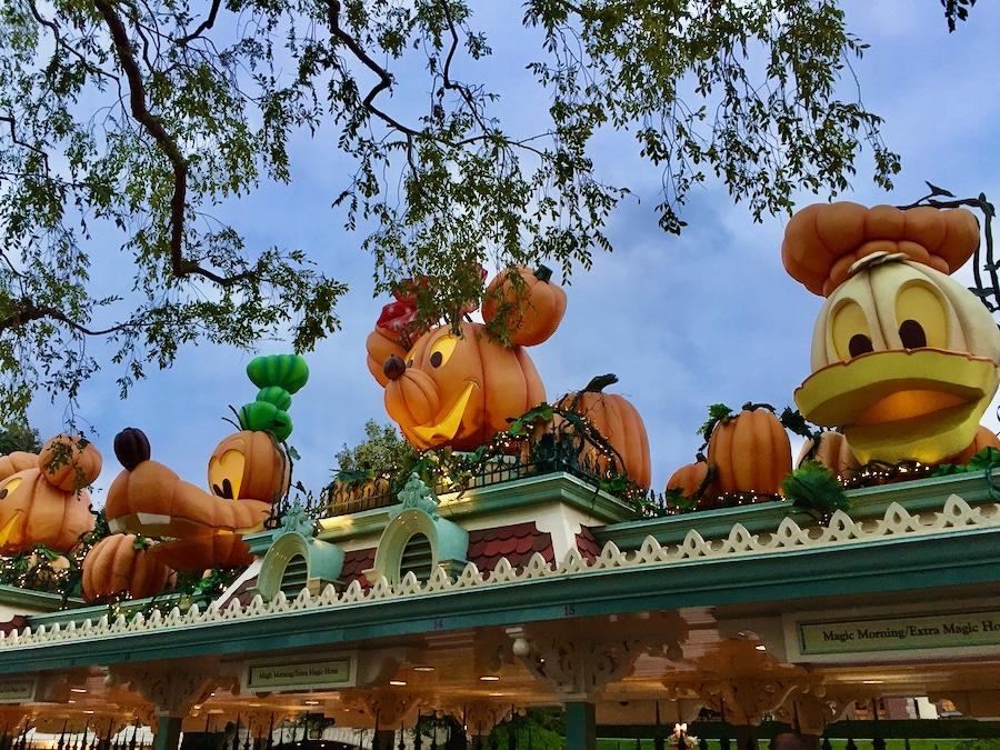 Calabazas de personajes Disney en el Halloween de Disneyland Resort de California