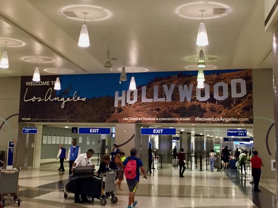 Cartel de Bienvenidos a Los Ángeles en el aeropuerto LAX