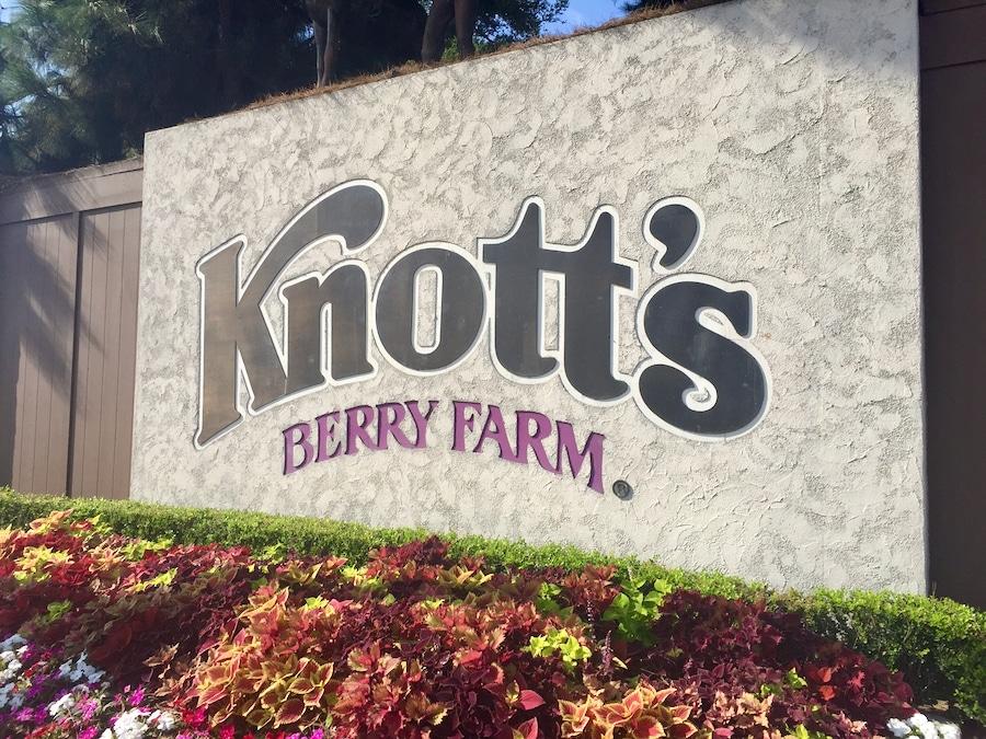 Cartel de Knotts Berry Farm en Los Ángeles