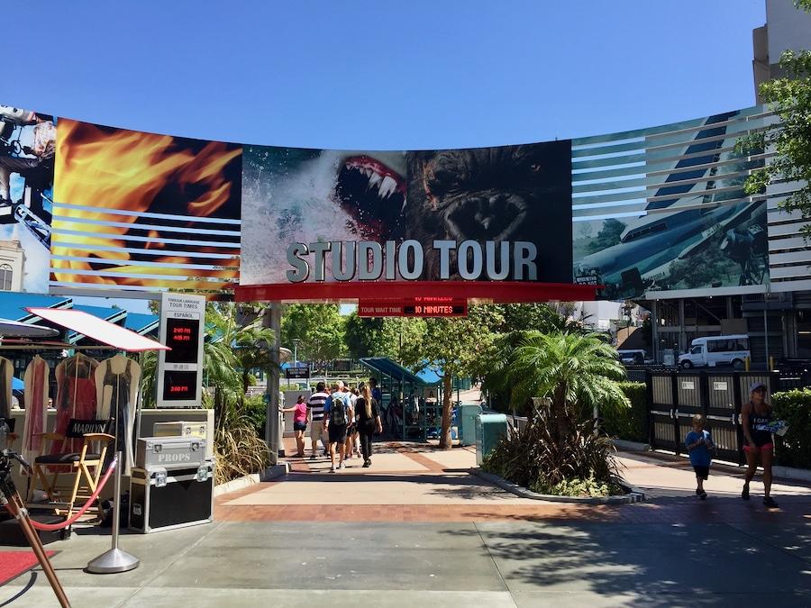 Cartel de entrada al Studio Tour de Universal Studios Hollywood en Los Ángeles