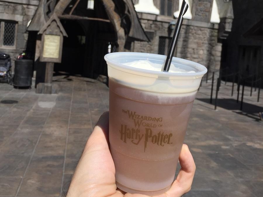 Cerveza de Mantequilla bebida del mundo mágico de Harry Potter en Universal Studios Hollywood