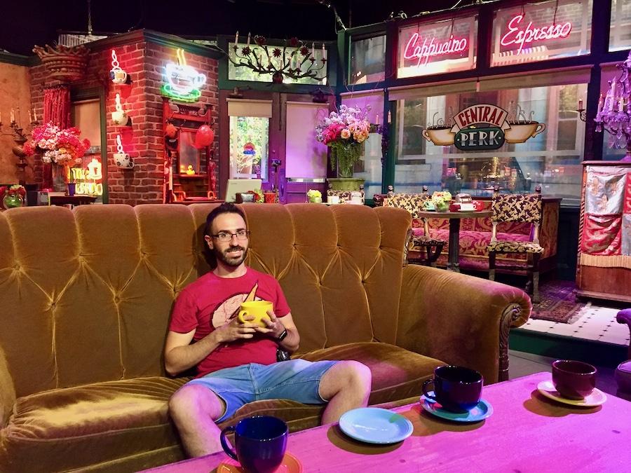 Decorado del Central Perk, la cafetería de Friends en el Warner Bros Studio Tour de Los Angeles