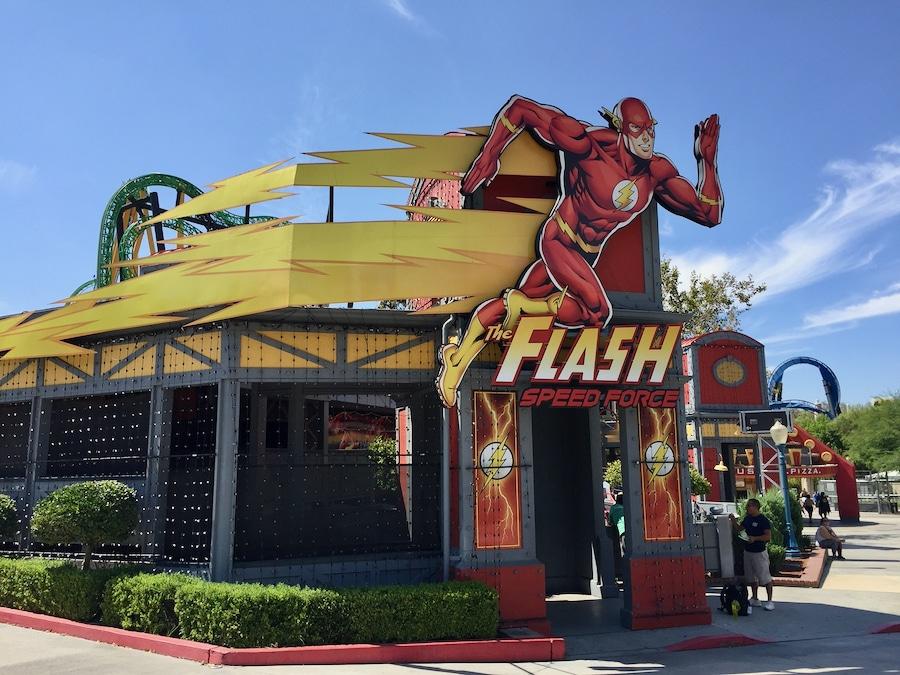 Entrada a la atracción The Flash Speed Force en Six Flags Magic Mountain