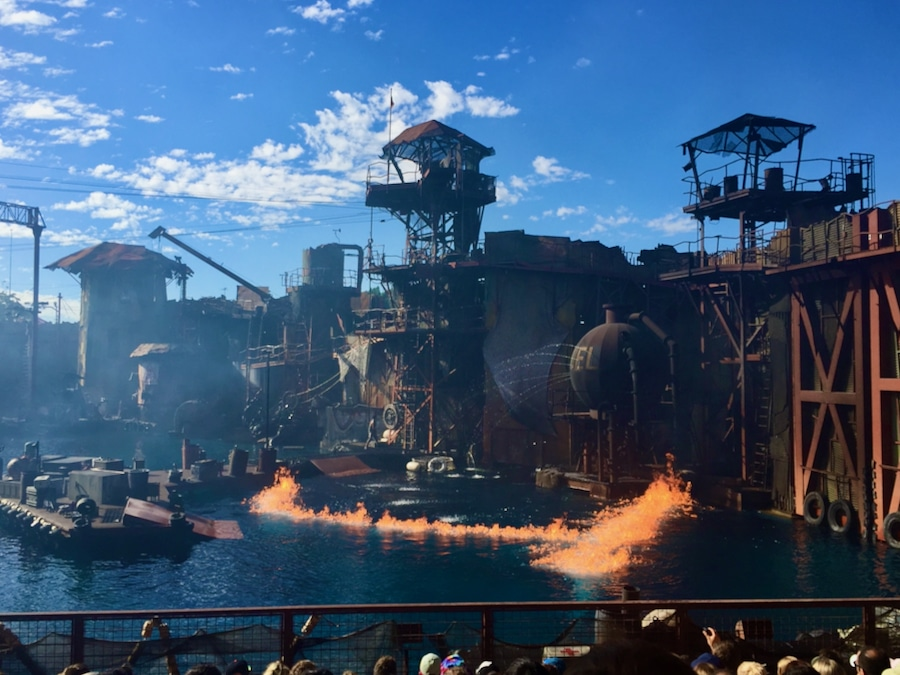Espectáculo de especialistas WaterWorld en Universal Studios Hollywood en California