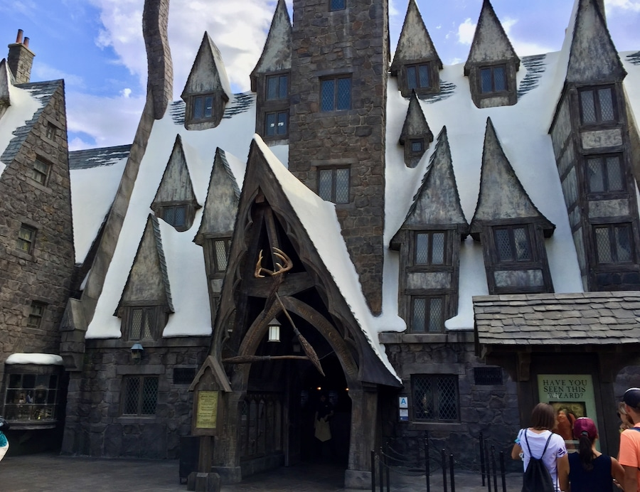 Exterior del restaurante de Harry Potter Las Tres Escobas en Universal Studios Hollywood