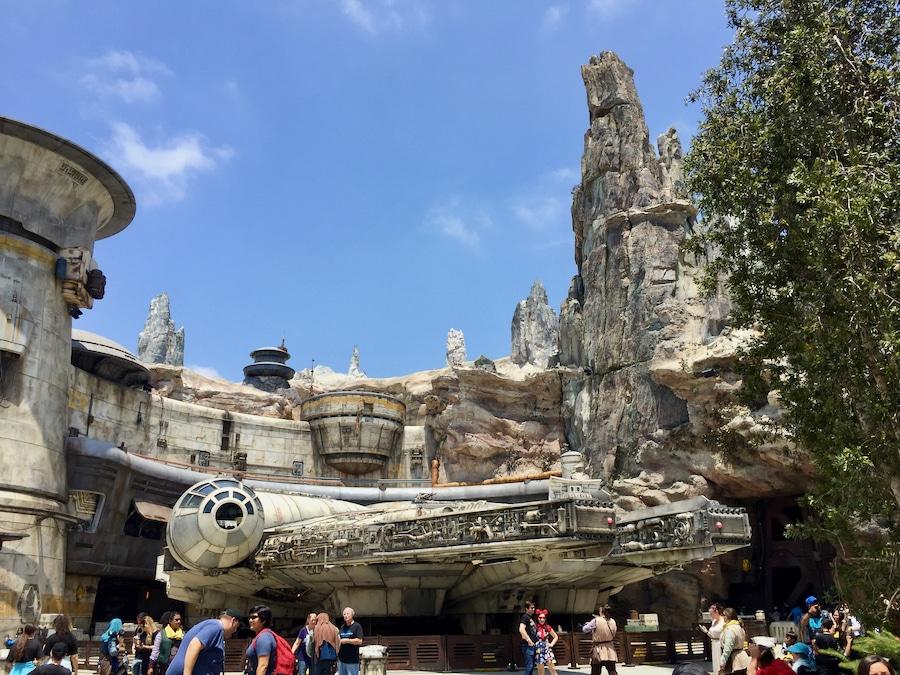 Halcón Milenario en Star Wars Galaxys Edge de Disneyland en Anaheim