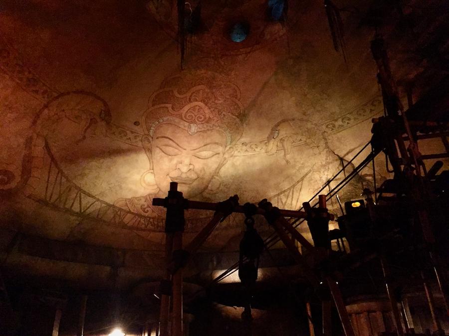 Interior del Templo de Mara en Indiana Jones Adventure de Disneyland Resort en California