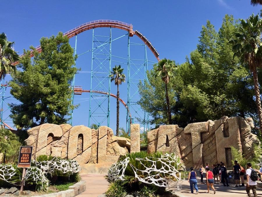 Montaña rusa Goliath en Six Flags Magic Mountain