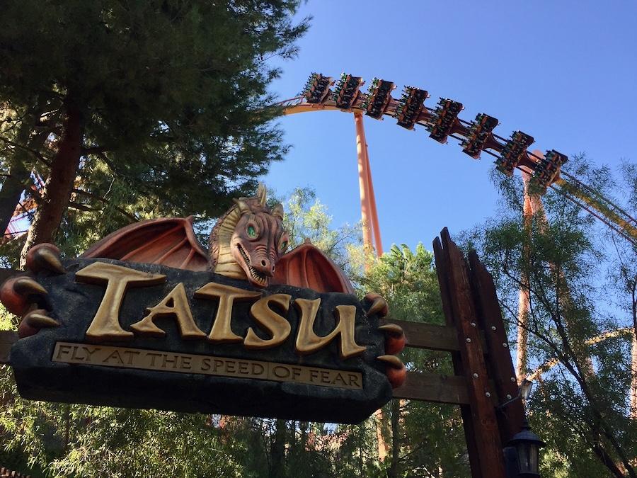 Montaña rusa Tatsu en Six Flags Magic Mountain