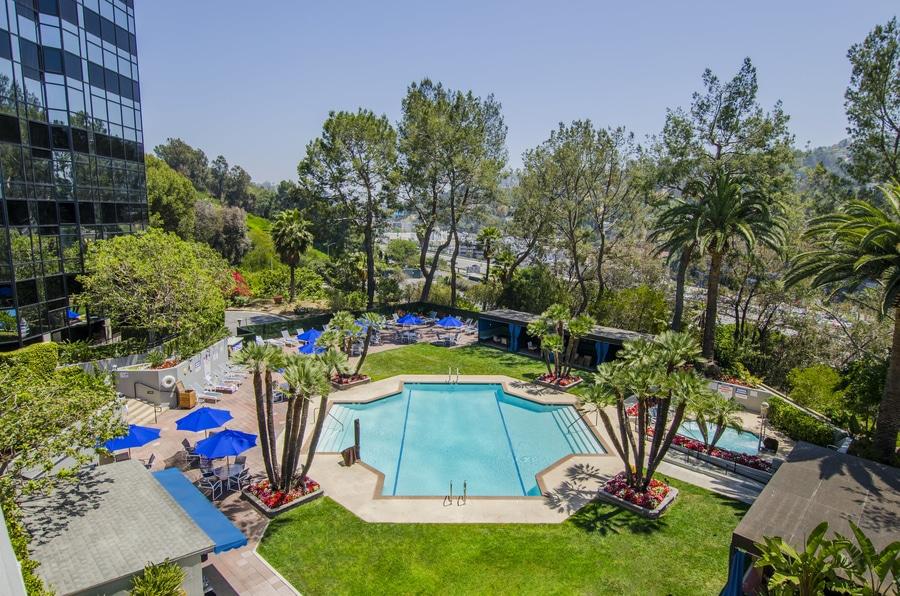 Piscina del hotel Hilton Los Ángeles Universal City cerca de Universal Studios Hollywood