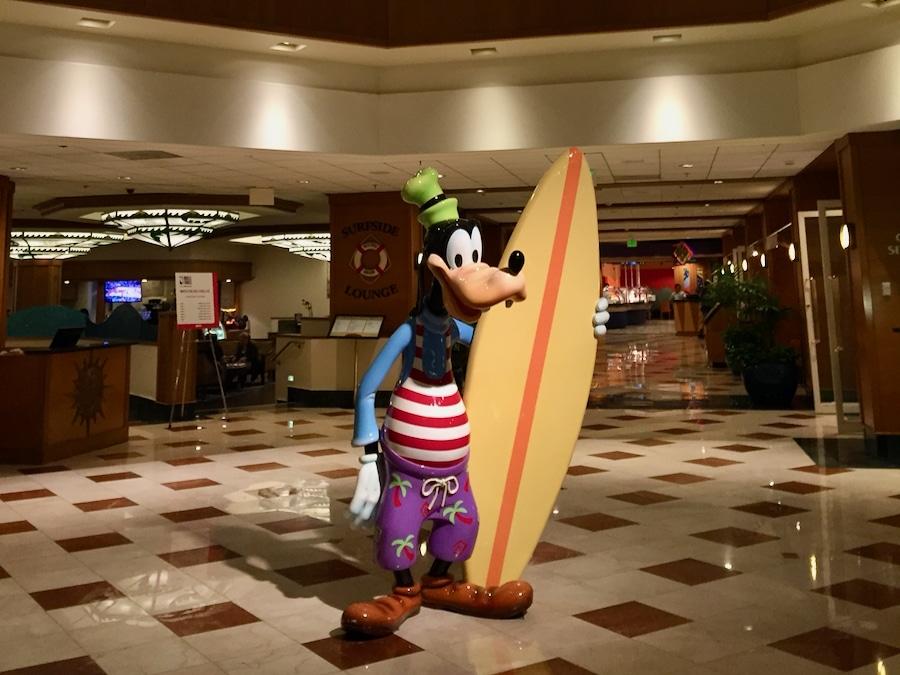 Zona de Recepción del hotel Paradise Pier de Disneyland Resort en California